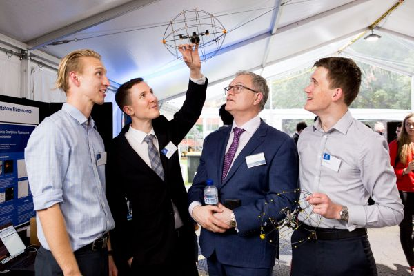 Project: Hybrid unmanned vehicles with dynamic mesh networking. Team: Sam Barrett, Andras Hazi, Donald Kirk